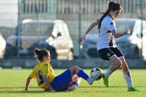 Caio recupera palla in tackle su Galvani